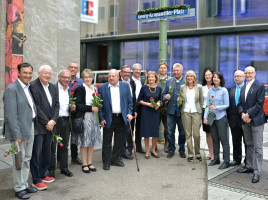 Gruppenbild mit Hildegard Kronawitter, Oberbürgermeister Reiter und Parteivorsitzender Tausend