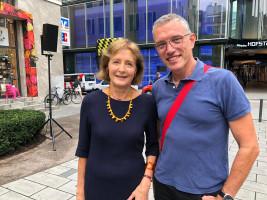 Hildegard Kronawitter und der Landtagskandidat Dr. Michael Ott